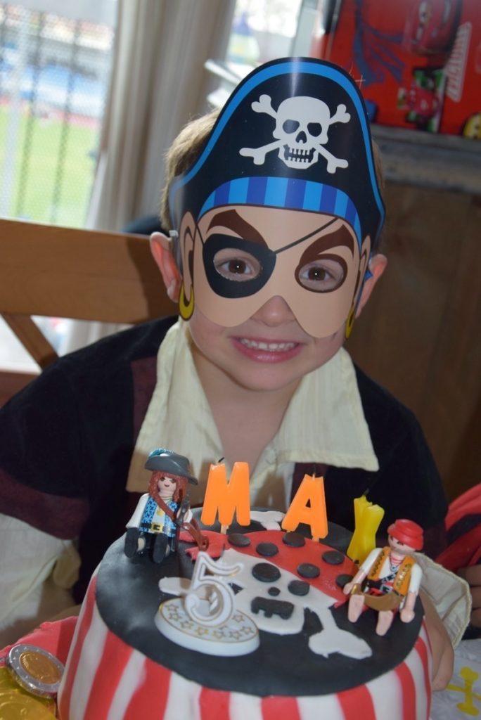 Anniversaire pirate pinata cake