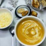 Une  soupe de chou fleur et patate douce